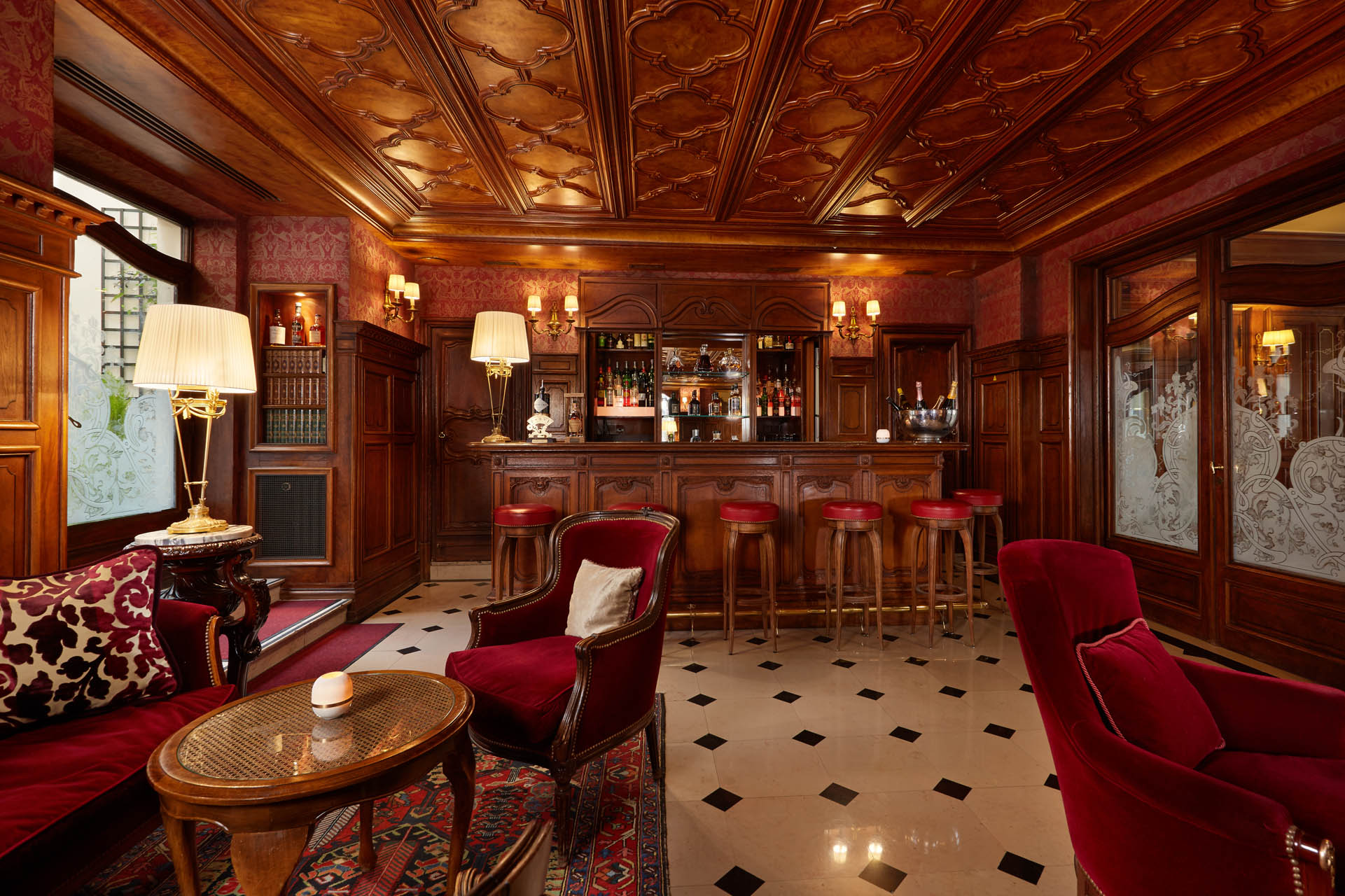 235/Bar/English_Bar_2_-_CHotel_Regina_Paris.jpg