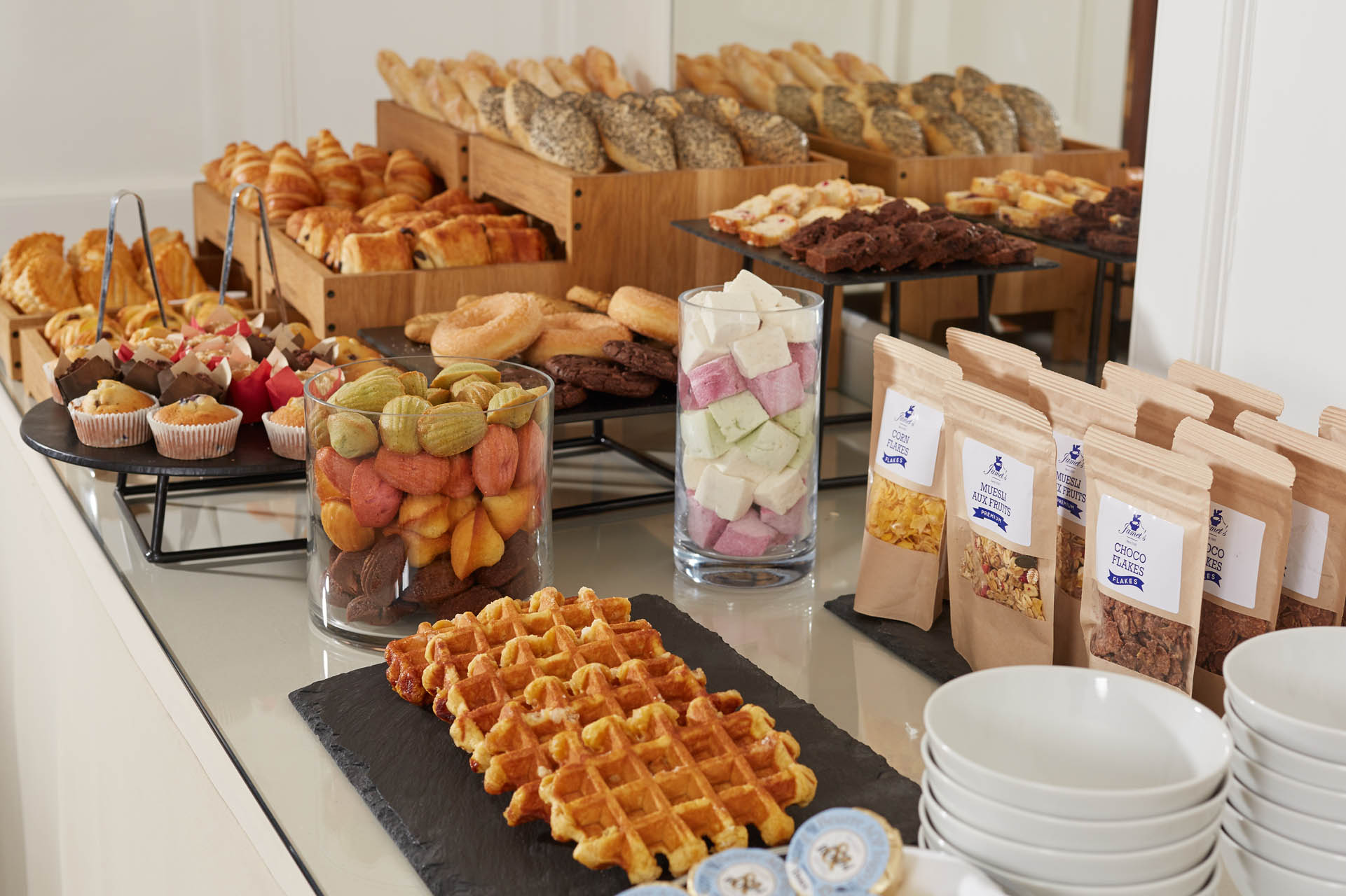 235/Petit dejeuner/Breakfast Room - Buffet 7 - CHotel Regina Paris.jpg