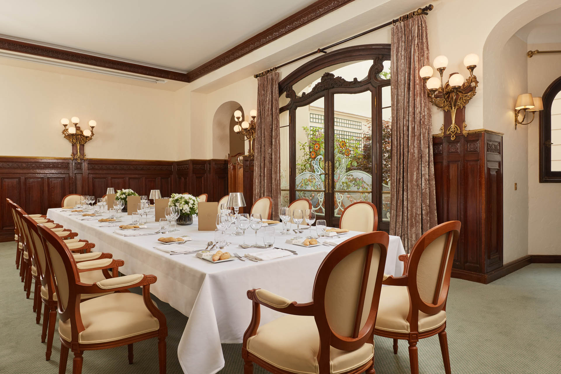 235/Seminaire/Salon St Honor - Lunch-Dinner - CHotel Regina Paris.jpg